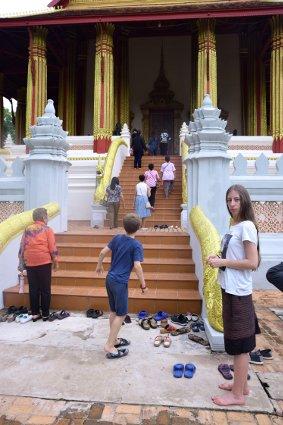 Laos - Tenues et comportement