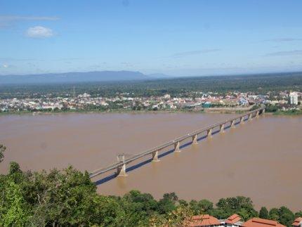 Laos - réseau de voies de communication à développer