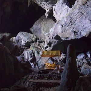 Vang Vieng, massif calcaire clairsemé de grottes - Laos