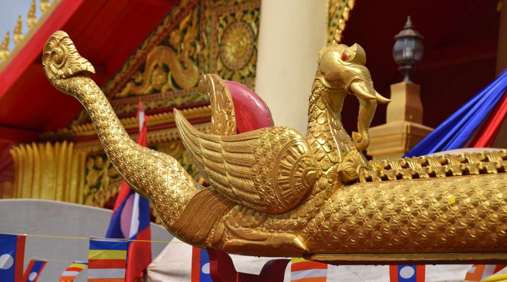 procession de moines au That Luang
