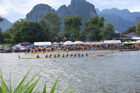Fête des pirogues à Vang Vieng