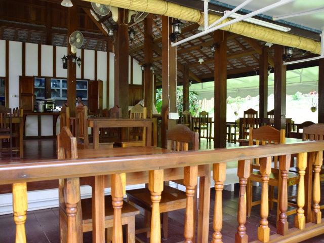 Hôtel de catégorie moyenne au Laos - MCDA