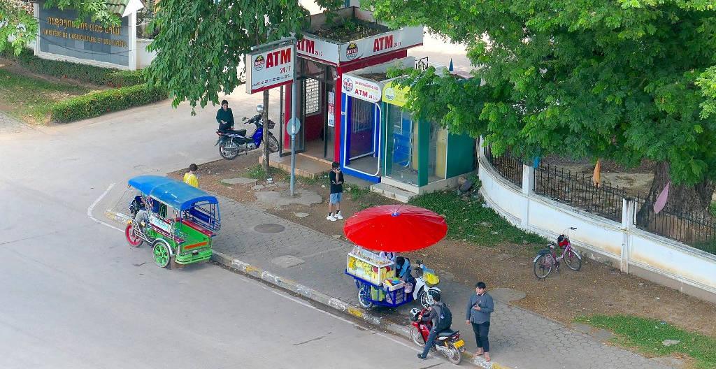 ATM au Laos.