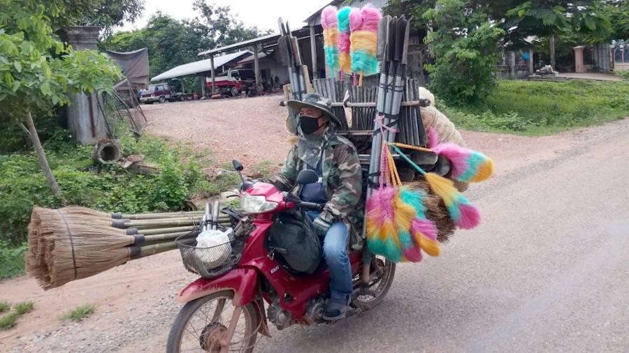 Scooter surchargé au Laos.