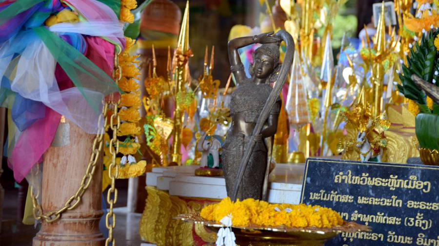 Mae Torani Dans Le Temple au Laos.