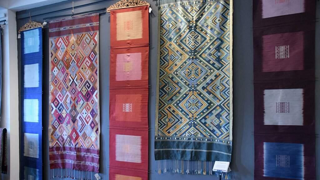 Tissages artisanaux Lao.