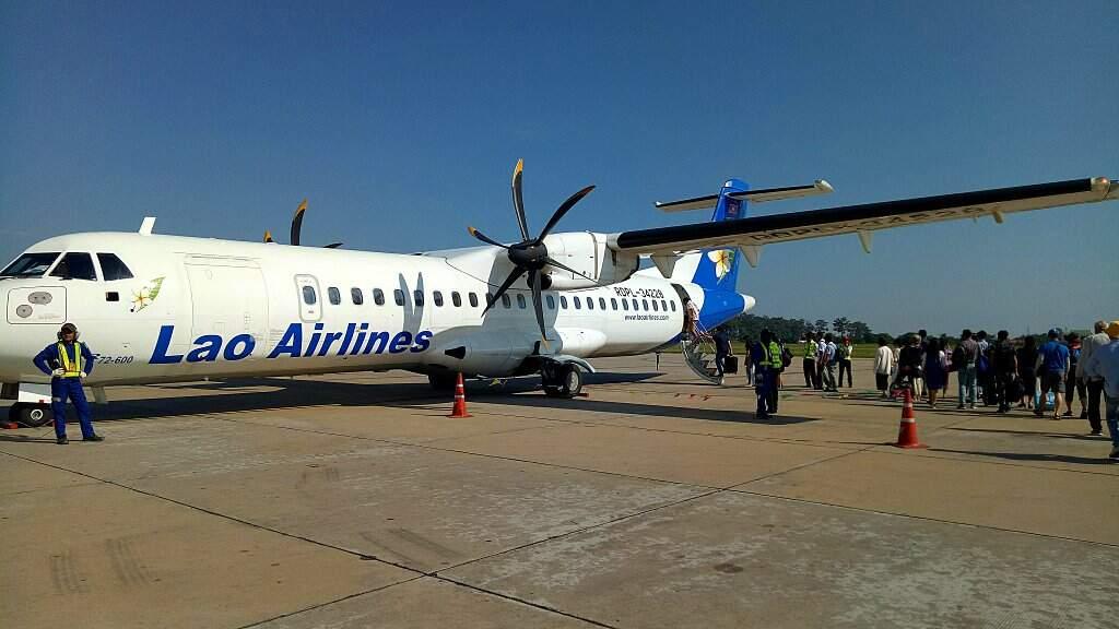 Avion sur le tarmak au Laos.