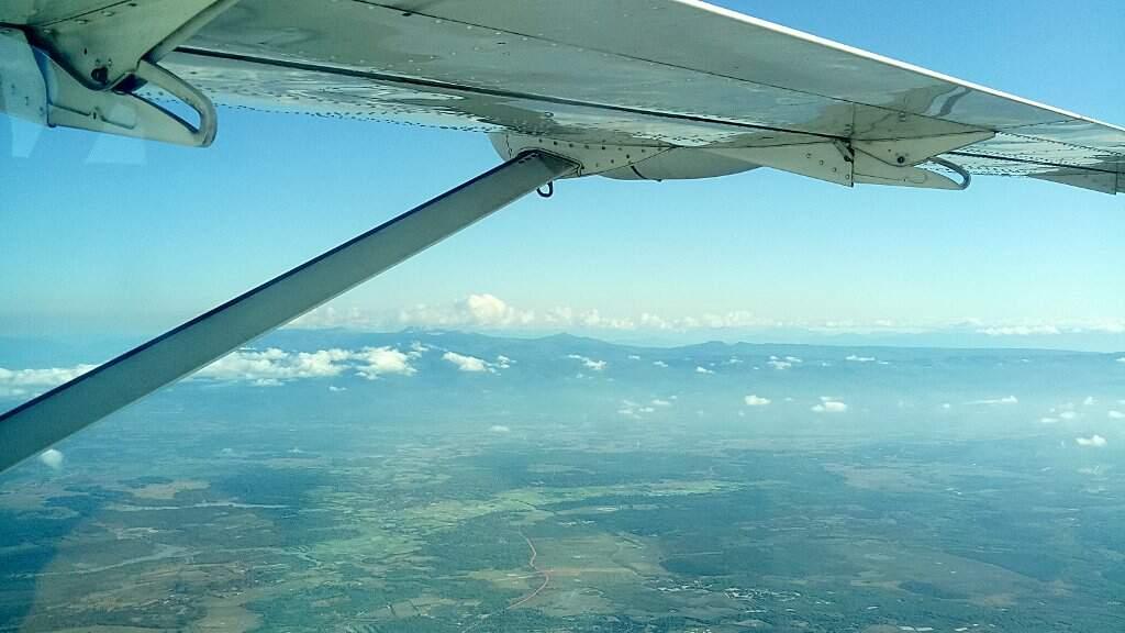 Le Laos sous l'aile d'un avion.